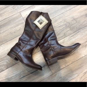Beautiful Frye Boots in Dark Brown
